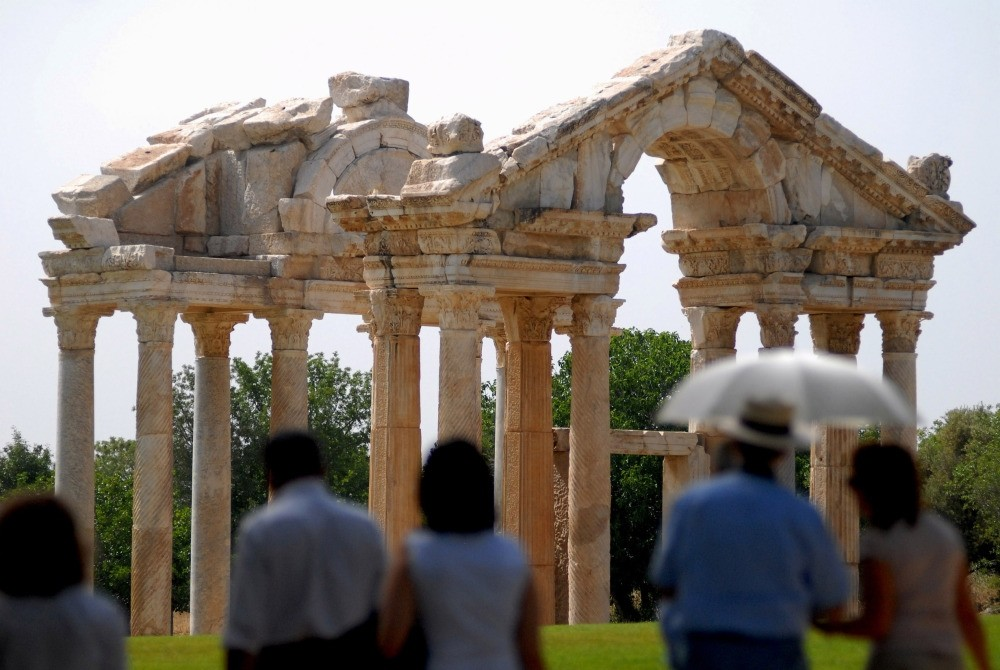 Aphrodisias was once a center for sculpture thanks to its sculpture school and nearby marble quarries. Now thousands of tourists every year come to see its unique statues, reliefs and structures uncovered through excavations.