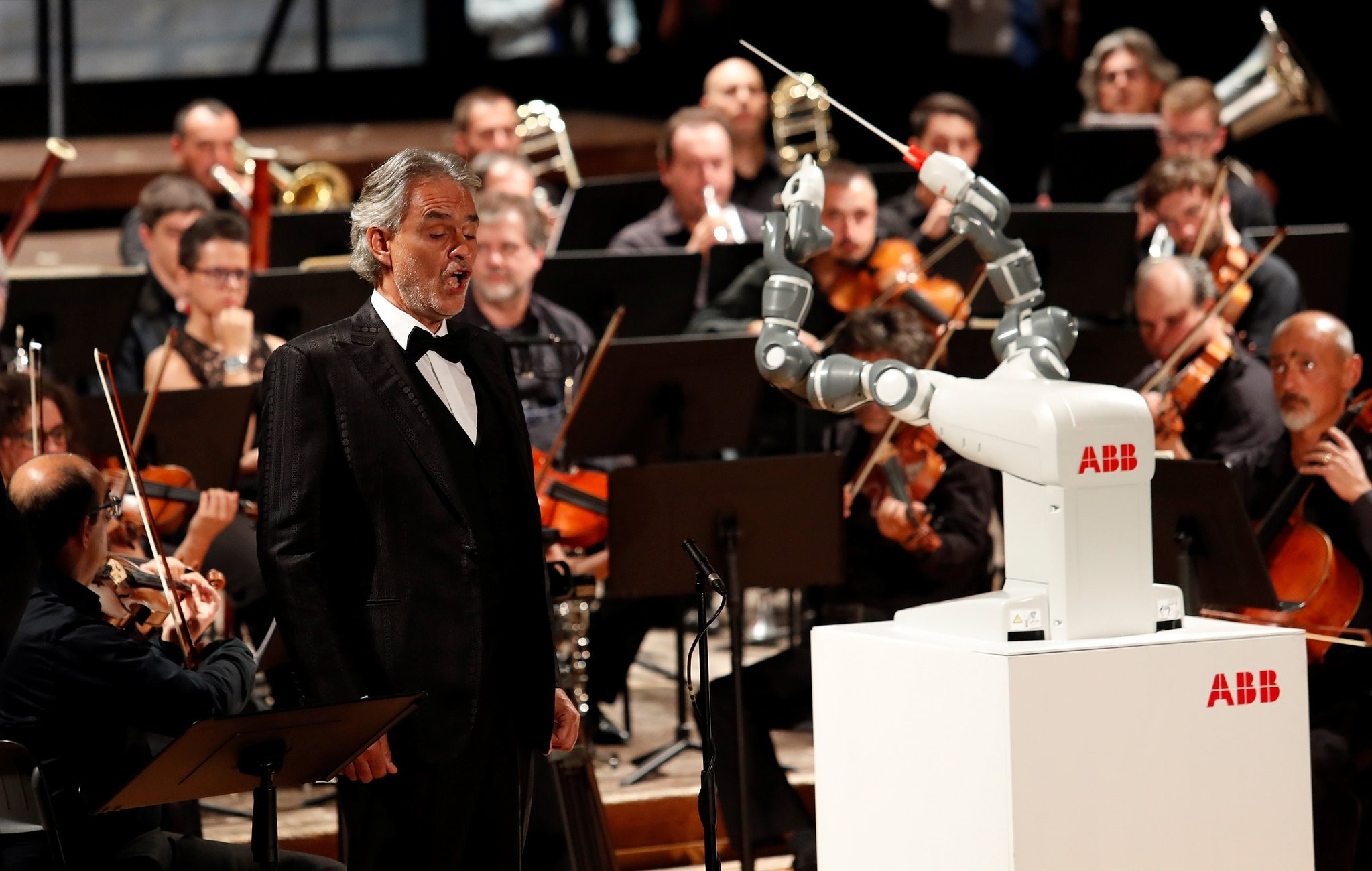 Humanoid robot YuMi conducts the Lucca Philharmonic Orchestra performing a concert alongside Italian tenor Andrea Bocelli at the Verdi Theatre in Pisa, Italy September 12, 2017. (REUTERS Photo)