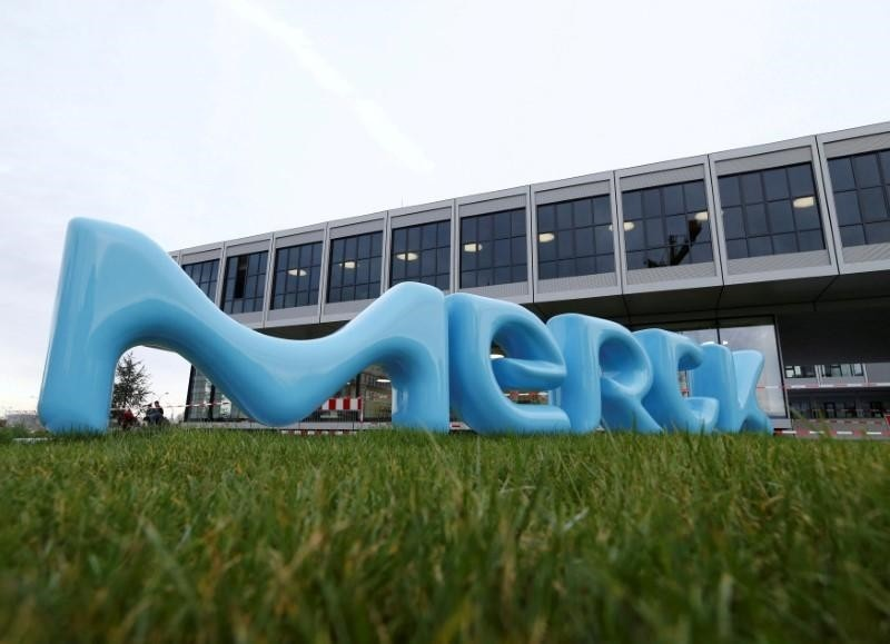A logo of drugs and chemicals group Merck KGaA is pictured in Darmstadt, Germany January 28, 2016. (Reuters Photo)