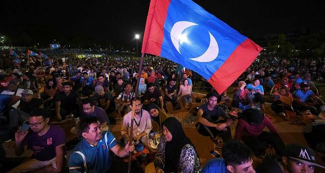 تحالف الأمل بقيادة مهاتير محمد يفوز بالانتخابات العامة في ماليزيا