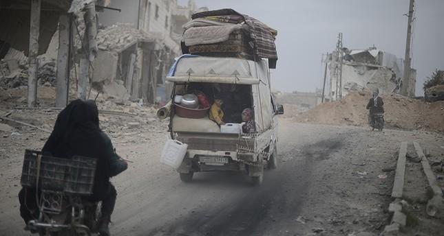 نزوح عشرات آلاف المدنيين مع تقدم قوات النظام في شمال سوريا