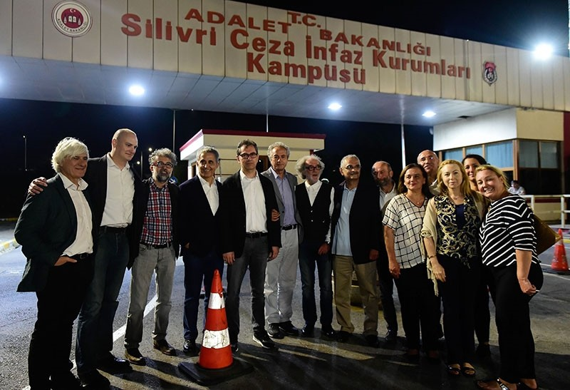 Kadri Gu00fcrsel (5th L) poses for a picture with his wife (R) and friends after his release from Silivri prison on September 26, 2017 in Istanbul. (AFP Photo)