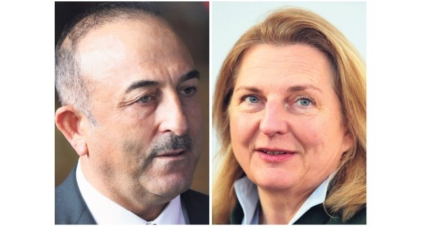 Foreign Minister Mevlu00fct u00c7avuu015fou011flu (L) and his Austrian counterpart Karin Kneissl