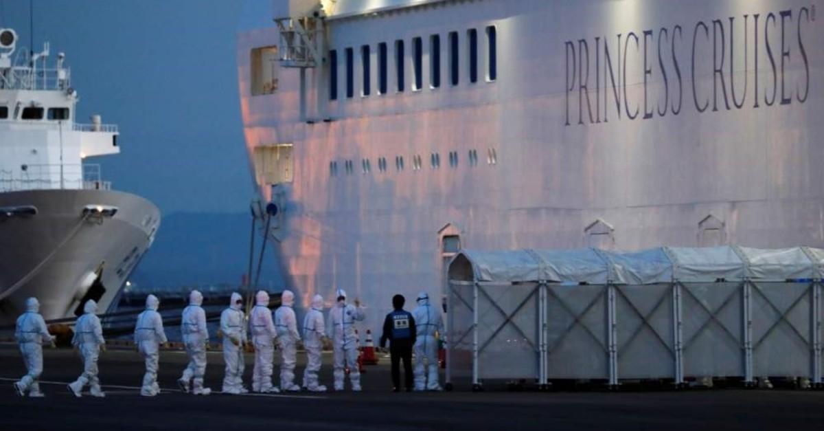 Officers in protective gear enter the cruise ship Diamond Princess, Yokohama, Feb. 7, 2020. (REUTERS Photo)