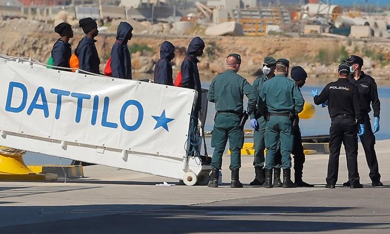 Refugees disembark the Dattilo rescue ship in the port in Valencia, Spain, June 17, 2018. (Reuters Photo)