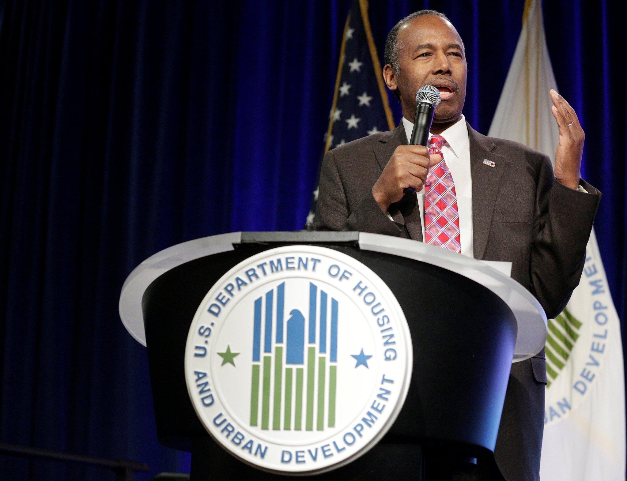 Secretary of Housing and Urban Development Ben Carson speaks to employees of the agency in Washington, U.S., March 6, 2017. (REUTERS Photo)