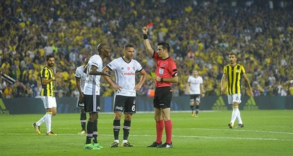 pAs a result of the war of words from both the powerhouses' administrators, tension between Fenerbahçe and Beşiktaş reached a peak on Saturday in the first derby of the TFF Super League season....