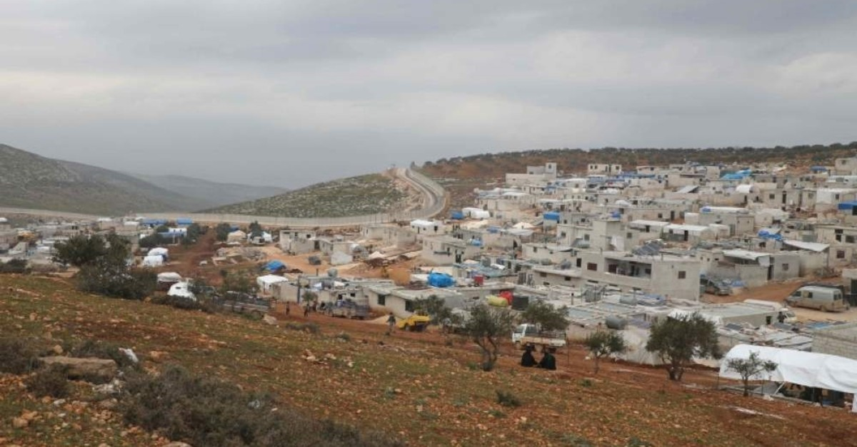 A picture taken on Feb. 21, 2020 shows makeshift homes at an informal camp for the displaced in Kafr Lusin village on the border with Turkey in Syria's northwestern province of Idlib. (AFP Photo)