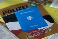 Die Szene der sogenannten Reichsbürger in Deutschland wächst enorm. Die Zahl stieg binnen des vergangenen Jahres um 50 Prozent an - auf 15.600 in diesem Januar, wie das Nachrichtenmagazin...