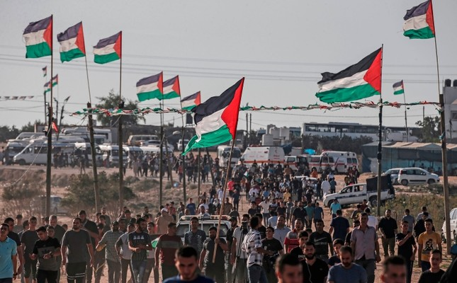 Palestinians demonstrate near the fence along the border with Israel in the eastern Gaza Strip, Aug. 16, 2019. (AFP Photo)
