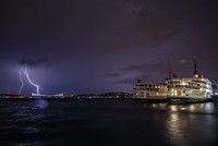 Lightning electrifies Istanbul, northwestern Turkey skies as thunderstorms take over