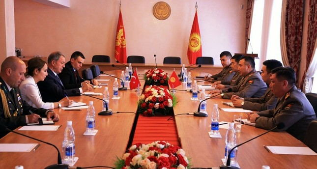 أقار ورئيس الأركان القرغيزي يبحثان التعاون في مجال التدريب العسكري