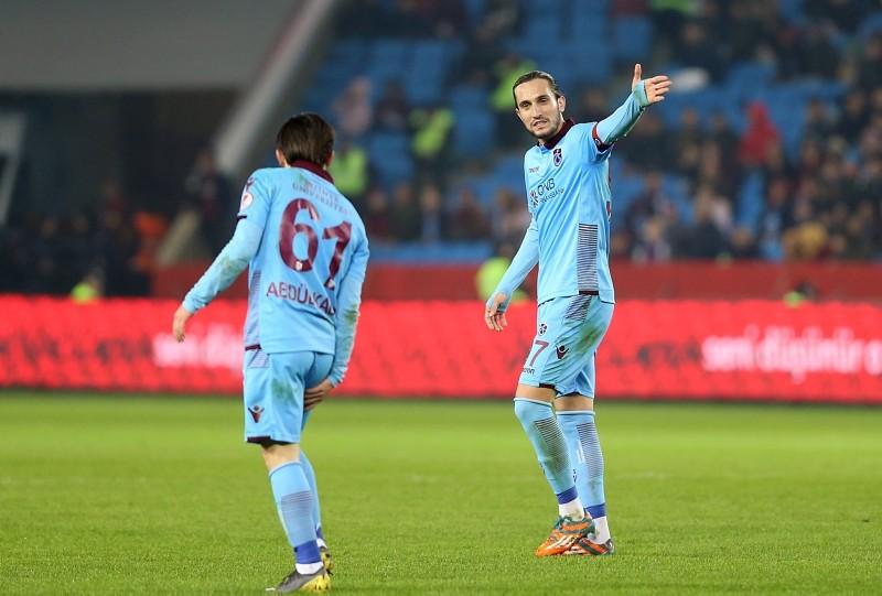 Tranzonspor's Yusuf Yazu0131cu0131, right, and Abdu00fclkadir u00d6mu00fcr during their team's Ziraat Turkish Cup first leg match against u00dcmraniyespor. (AA Photo)