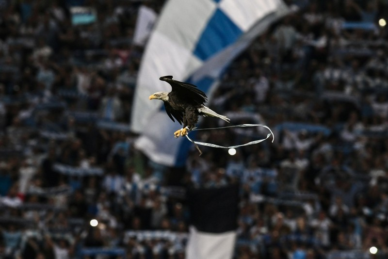 The mascot Eagle of Lazio's football team flies over the stadium prior to the Italian Serie A football match Lazio vs Napoli at the Olympic stadium in Rome on August 18, 2018. (AFP Photo)