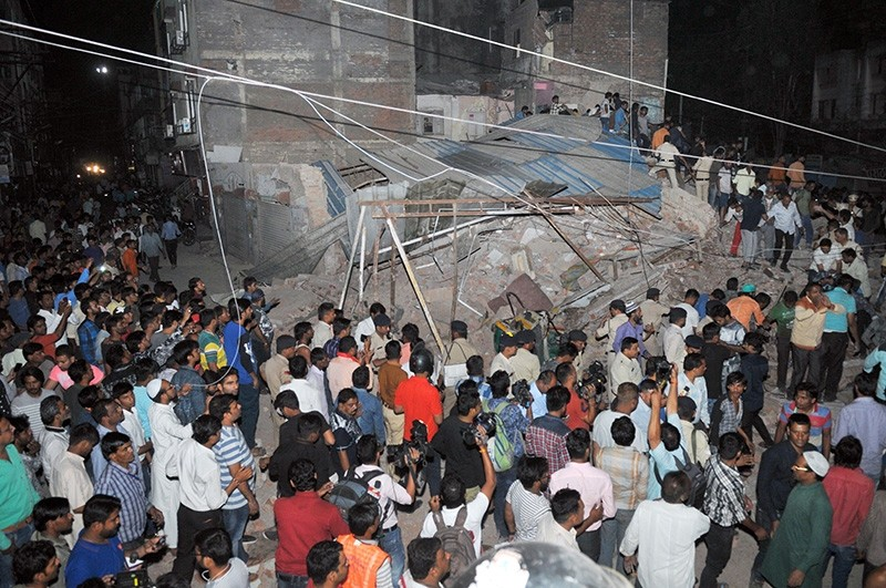 ndian onlookers gathering near the rubble of a building after the structure collapsed in Indore, in the central state of Madhya Pradesh (AFP Photo)
