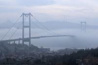 Плотный туман окутал Стамбул