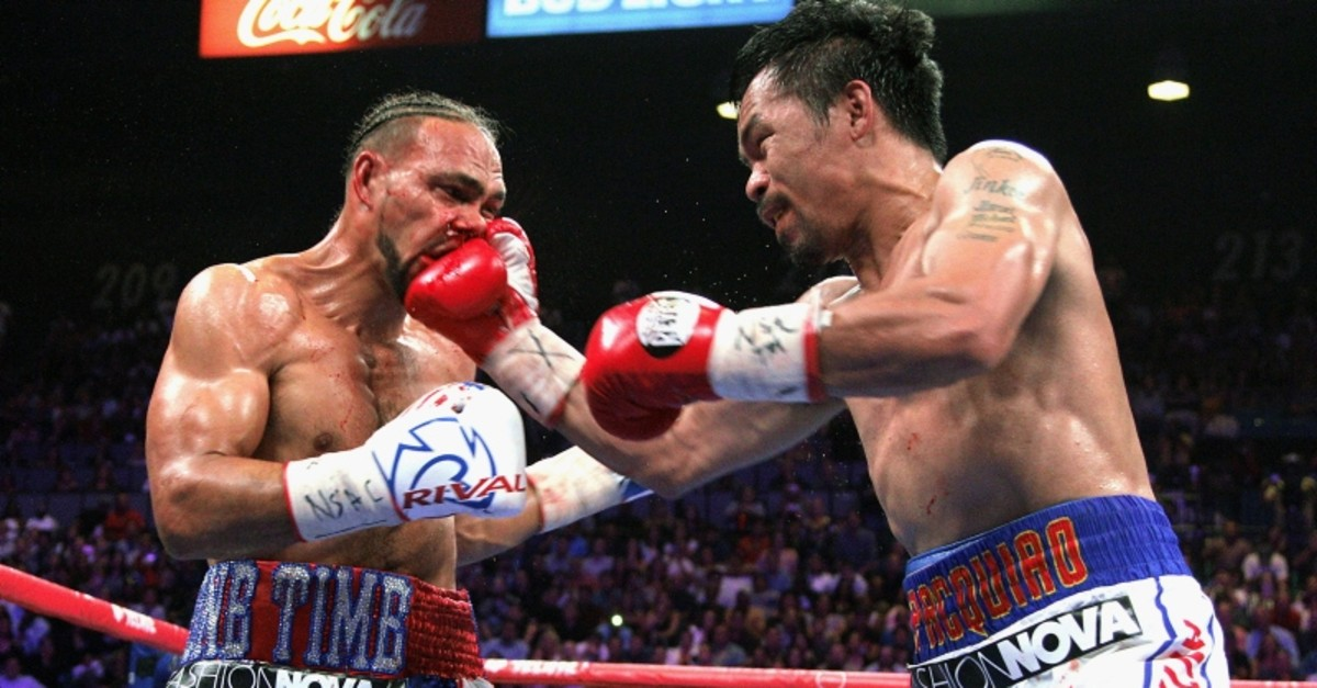 Manny Pacquiao, right, lands a punch against Keith Thurman in the fifth round during a welterweight title fight Saturday, July 20, 2019, in Las Vegas. (AFP Photo)