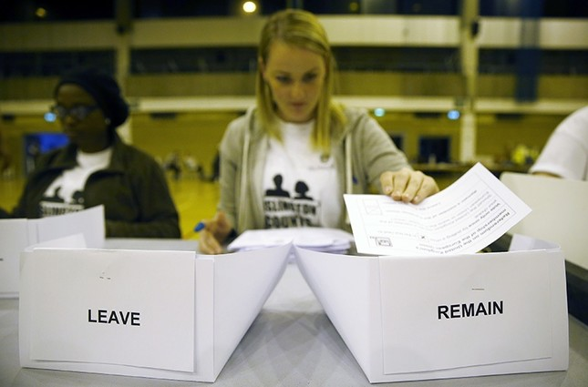 A workers counts ballots after polling stations closed in the Referendum on the European Union in Islington, London, Britain, June 23, 2016. (Reuters Photo)