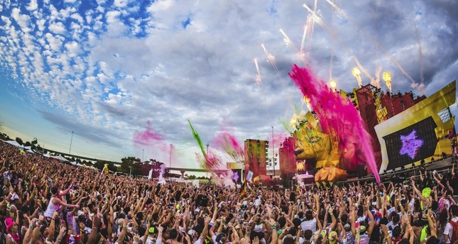 DJ performances to be colored by paint party