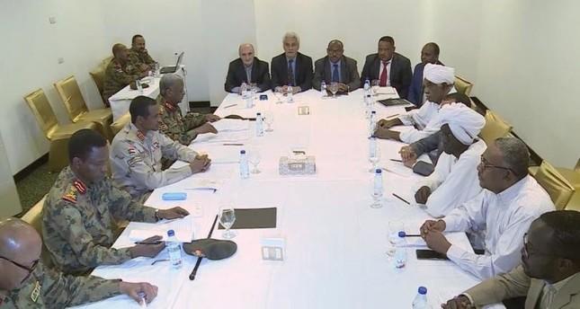 تأجيل اجتماعات المجلس العسكري السوداني وقوى التغيير إلى الأحد