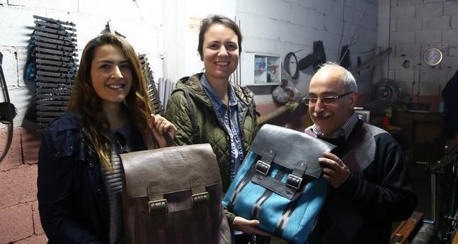 سيدتان تركيتان تصدران التراث العثماني عبر حقائب الظهر