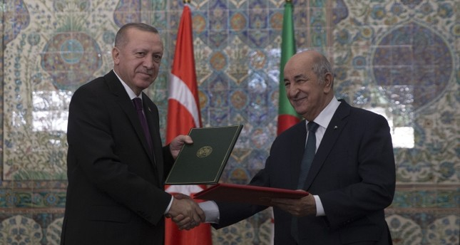 الرئيس الجزائري مستقبلا الرئيس أردوغان في يناير الماضي الأناضول