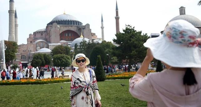 تركيا: أبريل المنصرم يشهد زيادة في أعداد السياح بنسبة فاقت 24 بالمائة