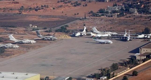 توقف الملاحة بمطار معيتيقة بطرابلس الليبية بعد قصفه بالقذائف