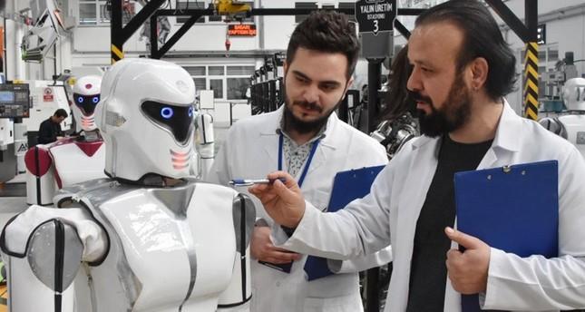 شركة تركية تطور روبوتا يمشي ويتحدث7 لغات