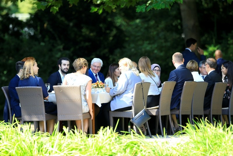 President Frank-Walter Steinmeier (L) talks with people, many of Turkish or immigrant origin, whom he invited from the local neighborhood for coffee and cake to his residence 'Schloss Bellevue'  palace, in Berlin, Germany, Aug. 22, 2018. (EPA Photo)