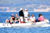 الرئيس الفرنسي السابق نيقولا ساركوزي لرئيس الفرنسي السابق نيقولا ساركوزي يستجم في غرب تركيا مع بعض الأصدقاء (IHA)