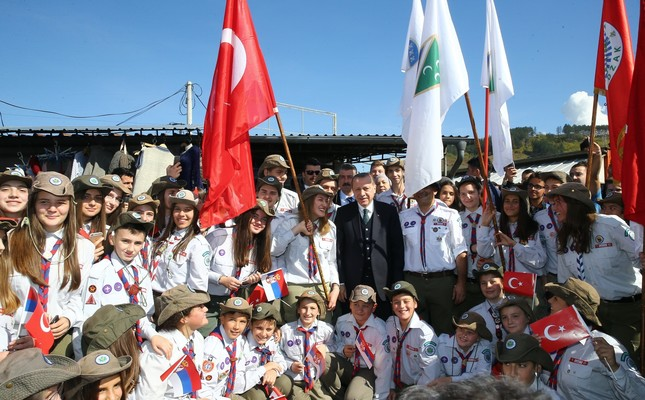 President Erdoğan poses with a group of young people during his visit to Novi Pazar, Serbia, Oct. 11, 2017.