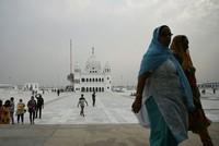 بدء زيارة حج تاريخية للهنود السيخ في باكستان ومودي يشكر عمران خان على التعاون