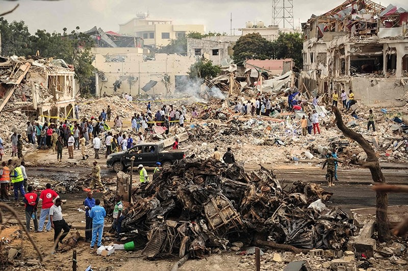 picture taken on October 15, 2017 shows a general view of the scene of the explosion of a truck bomb in the centre of Mogadishu (AFP Photo)