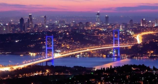 جسور إسطنبول.. فرق خاصة لمساعدة الأشخاص في العدول عن الانتحار من فوقها