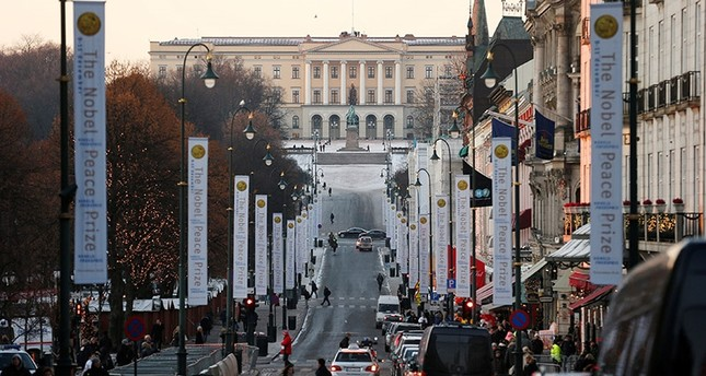 The Royal Palace is seen at the end of Karl Johans Gate in Oslo December 11, 2012. REUTERS/Suzanne Plunkett (Reuters Photo)