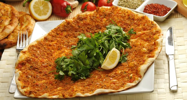 """""""اللحم معجون التركي أفضل وجبة سريعة على الإطلاق.. هل جربتها من قبل؟"""