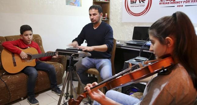 تركيا... بالغناء يعكس أطفال سوريا آلام الوطن وآماله