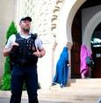 سيارة تقتحم بوابة مسجد في شمال فرنسا والشرطة تستبعد الدوافع الإرهابية