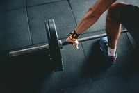 Lifting weight helps beat depression, new study suggests