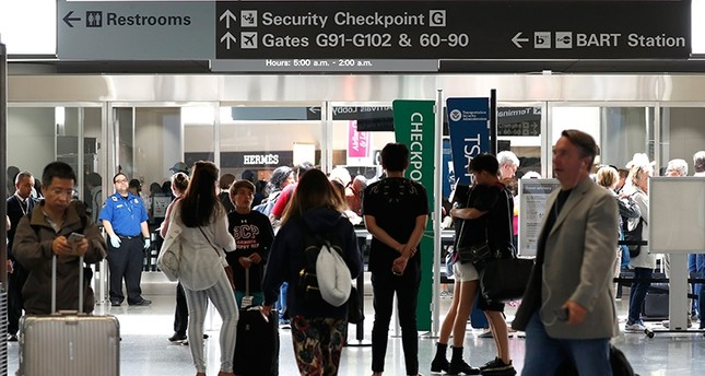 Passengers come and go around airport gates during one of the busiest travel days before the Fourth of July Holiday at San Francisco International Airport in San Francisco, California, USA, 30 June 2017 (EPA Photo)