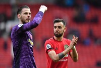 Fernandes lifts Man Utd as Wolves, Arsenal win