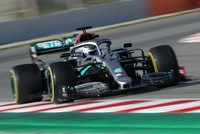 Mercedes close to record pace as Ferrari suffers in F1 pre-season test