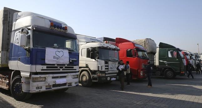 24 شاحنة مساعدات إنسانية أممية تنطلق من تركيا إلى إدلب السورية
