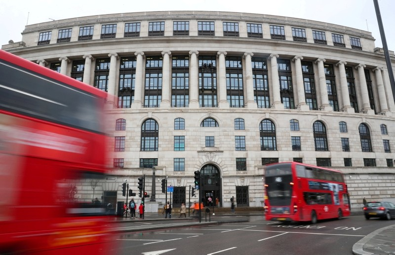 Traffic and people pass by the front of the Unilever building in central London, Britain, March 15, 2018. (REUTERS Photo)