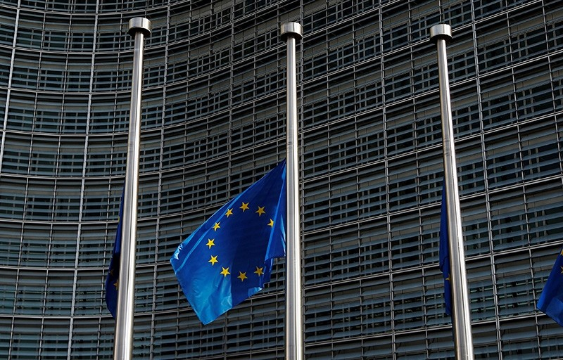 An European Union flag is seen outside the EU Commission headquarters in Brussels, prior to a meeting between Britain's Secretary of State for Exiting the EU Dominic Raab and EU's chief Brexit negotiator Michel Barnier, Oct. 14, 2018. (Reuters Photo)