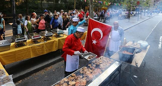 الكفتة التركية وطابور الانتظار (الأناضول)