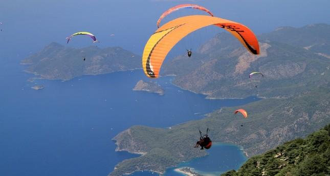 جبل باباداغ التركي.. قبلة محبي الطيران المظلي