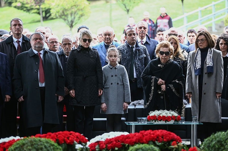 Late President Turgut u00d6zal's wife Semra (2ndR) and his son Ahmet (L) attend a funeral ceremony at the mausoleum in Topkapu0131, Istanbul, on April 17, 2018. (AA Photo)
