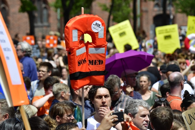 A protester holds up a life jacket during a demonstration to denounce the closure of Mediterranean ports to migrant rescue boats on July 7, 2018 in Berlin. (AFP Photo)